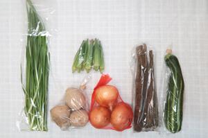 7月20日の無施肥無農薬栽培と自然栽培の定期宅配Sセット/玉ねぎ、ジャガイモ(出島)、春堀りゴボウ、ズッキーニ、オクラ、ニラ