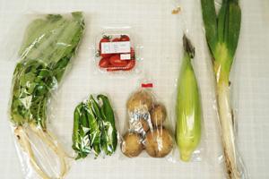 10月2日の無施肥無農薬栽培と自然栽培の定期宅配Sセット/ジャガイモ(男爵)、トウモロコシ、万願寺とうがらし、大根葉(中抜き葉)、ミニトマト、長ネギ
