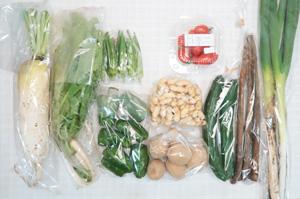 10月5日の無施肥無農薬栽培と自然栽培の定期宅配Mセット/大根、ジャガイモ(北あかり)、ゴボウ、キュウリ、ピーマン、オクラ、大根葉(中抜き葉)、ミニトマト、長ネギ、生落花生