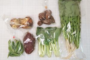 4月16日の無施肥無農薬栽培と自然栽培の定期宅配Sセット/大根葉(中抜き葉)、新玉ねぎ、里芋、サツマイモ、青梗菜(チンゲン菜)、スナップエンドウ