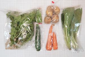 6月14日の無施肥無農薬栽培と自然栽培の定期宅配Sセット/ジャガイモ(西豊)、ニンジン、ズッキーニ、絹さや、小松菜、大根葉(中抜き葉)